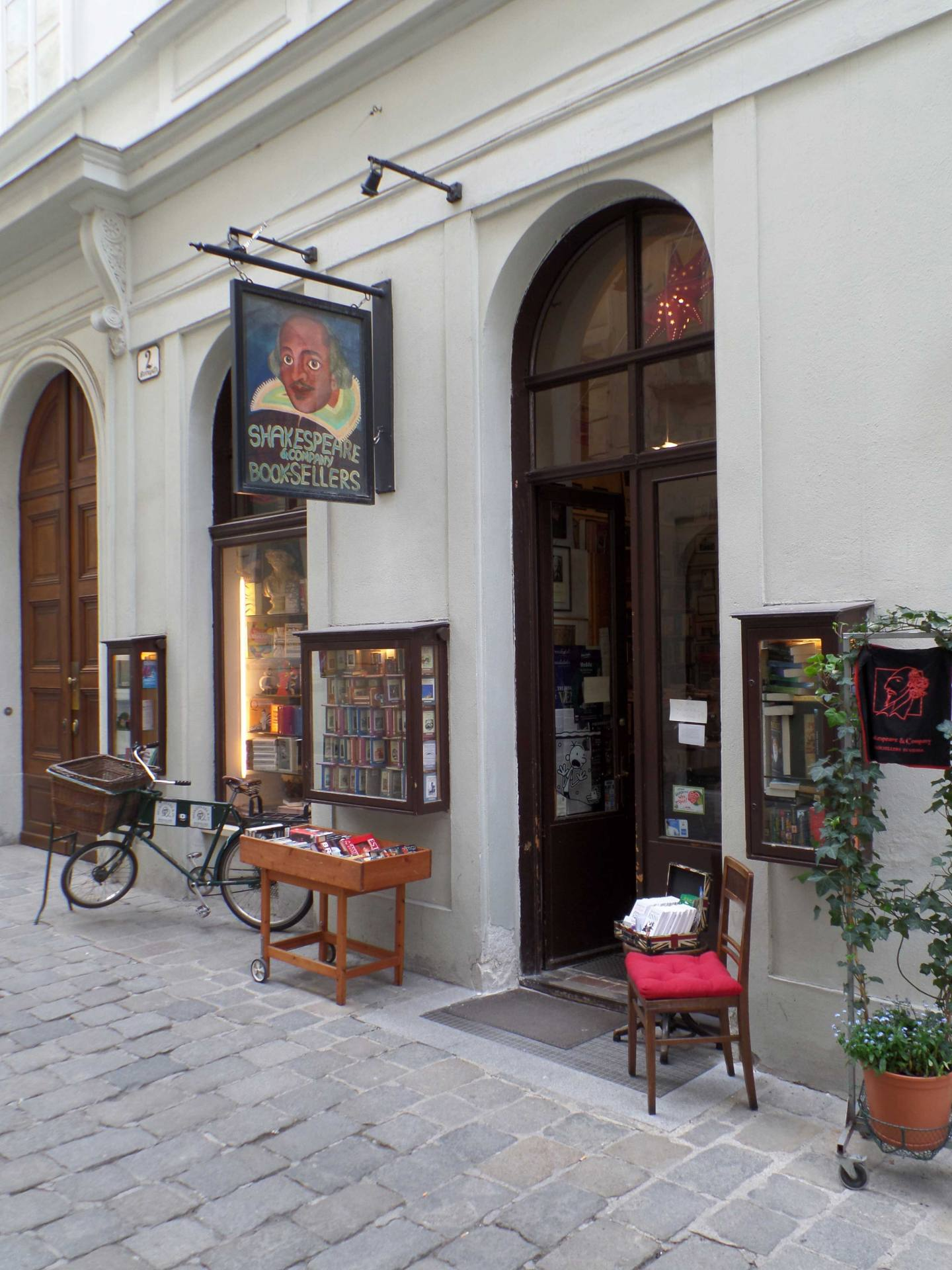 Shakespear and Compnay Vienna Book Store