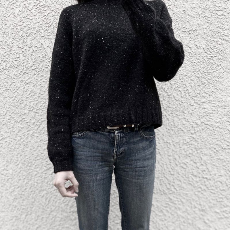 Luuanne wears a black tweed raglan sweater